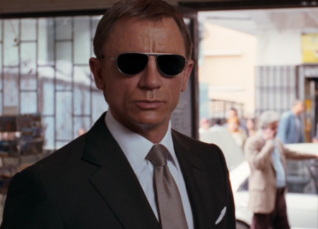 Daniel Craig as James Bond with the ideal knot