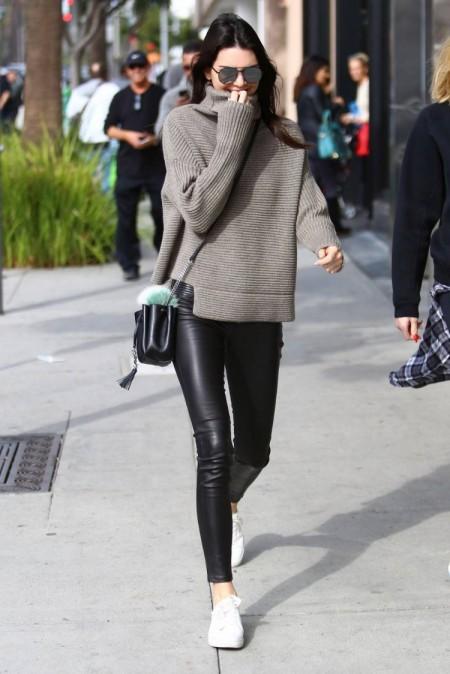 Kendall Jenner in Aritzia